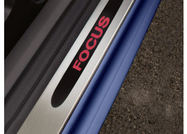ford-focus-2004-2011-scuff-plates-in-stainless-steel-for-5-doors-sedan-estate-with-red-illuminated-focus-logo 1676402